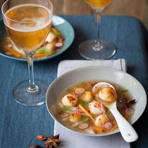 nage de saint-jacques grillées au cidre au fenouil et à l'anis étoilé