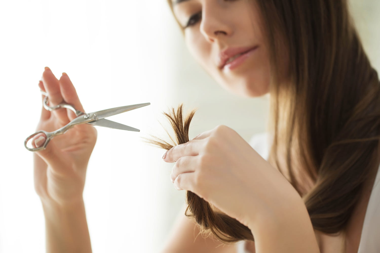 Comment se couper les cheveux seule?