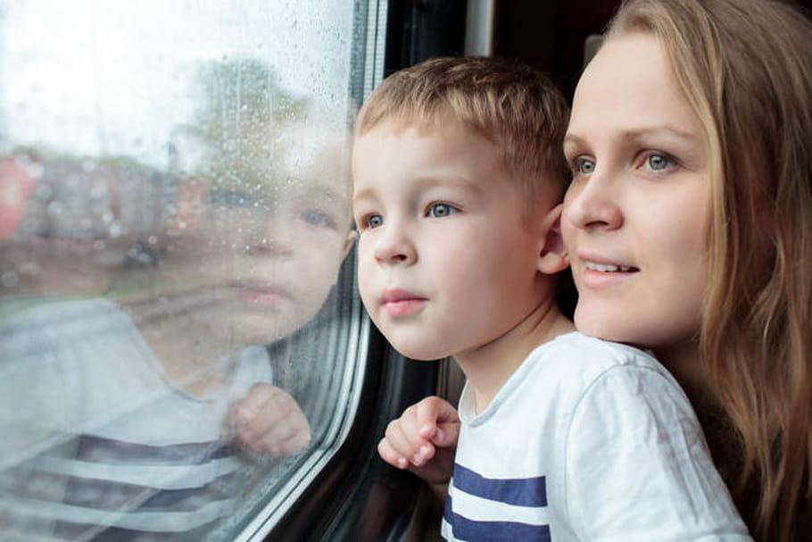 Voyage en train : astuces pour occuper son enfant