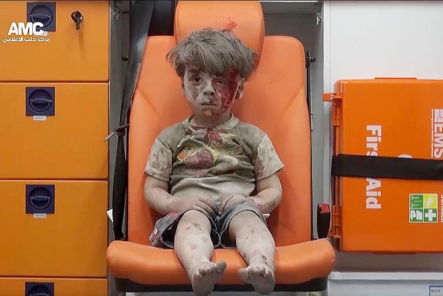 Omran, 5 ans, symbole de l'horreur du conflit syrien
