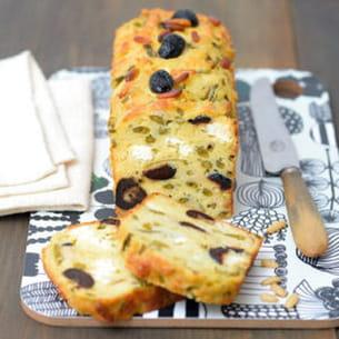 cake aux haricots verts, feta, pignons et olives noires