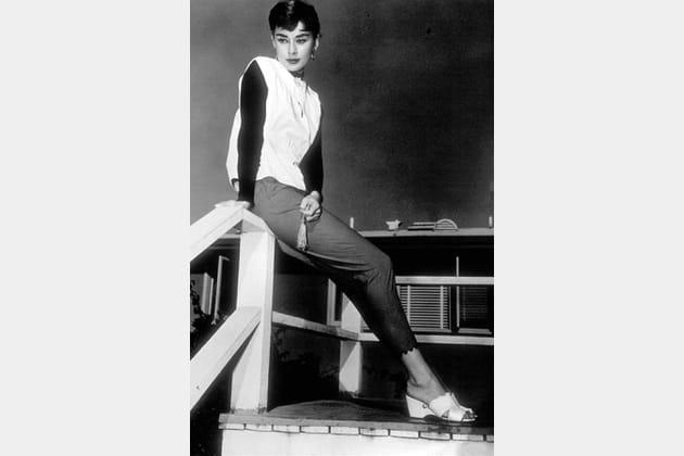 Audrey Hepburn en blouse bicolore