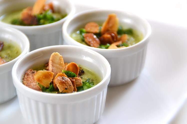 Mousses courgettes, amandes grillées et herbes