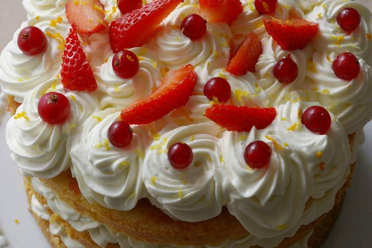Layer cake orange, chantilly mascarpone citron, gelée de groseilles, fraises fraîches