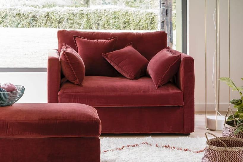 Le canapé deux places pour un petit espace confortable