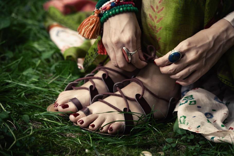 Comment porter les sandales spartiates?