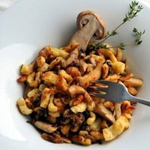 poêlée de knöpfli au séré, sauce aux cèpes de bordeaux