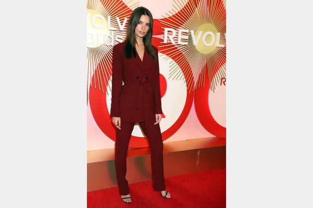 Emily Ratajkowski aux Revolve Awards