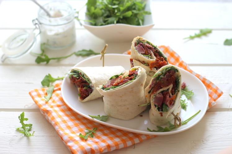 Wrap au boeuf cuit, tomates séchées et roquette