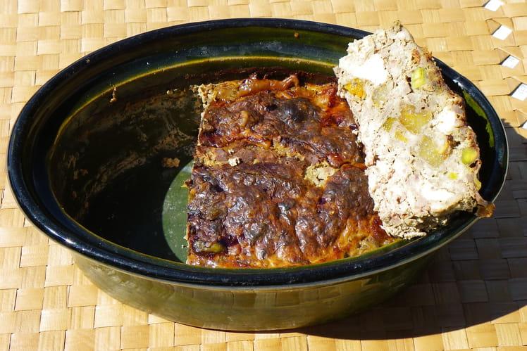 Terrine de lapin aux abricots secs et pistaches