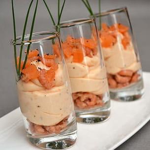 verrines de mousse de saumon fumé et crevettes grises