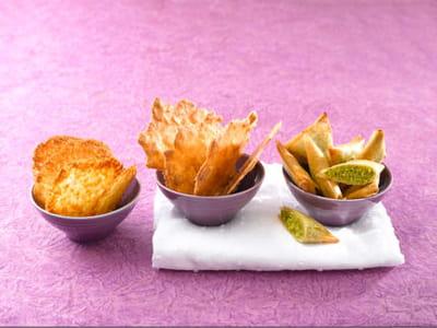 tuiles caramélisées à l'orange (à gauche), une recette de tupperware.