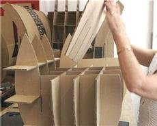 monter la structure d'un fauteuil en carton