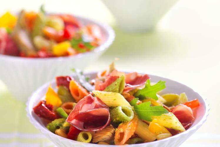 Salade de Mezze Penne Tricolore Barilla et antipasti à la roquette