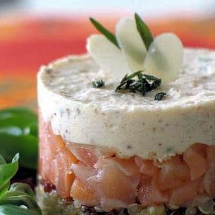 quinoa au saumon fumé et mousse d'amande.