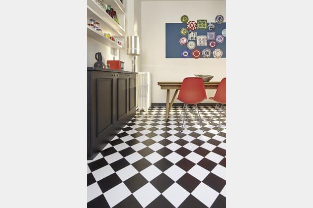 Sol vinyle Bubblegum damier noir et blanc Saint Maclou