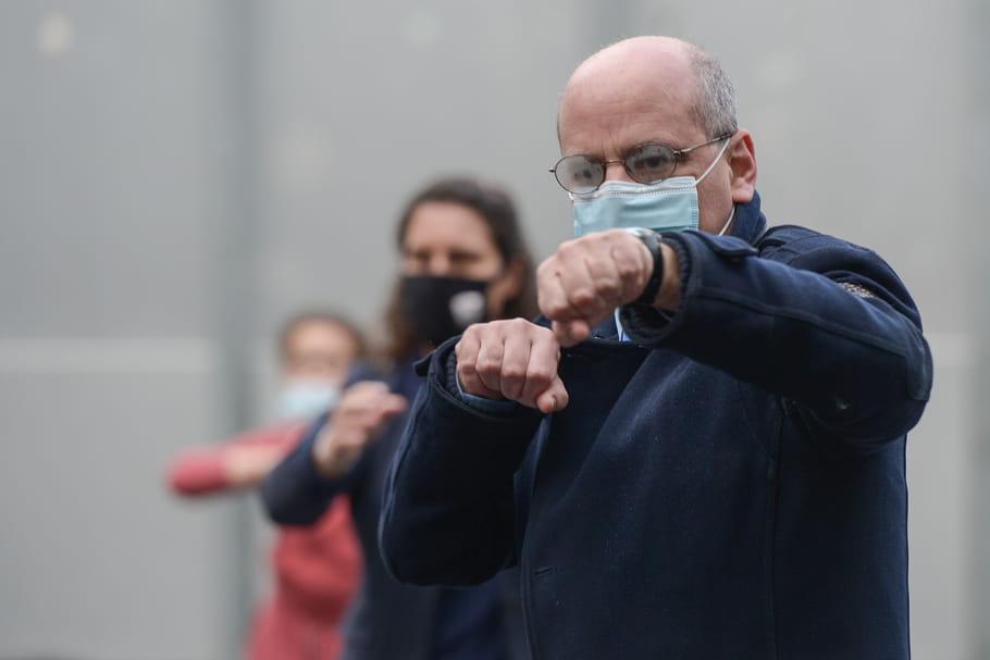Blanquer fait sa gym tonique: séance d'aérobic en VIDEO