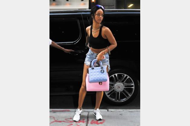"""Rihanna et ses """"Lady"""" et """"Addict"""" de Christian Dior"""