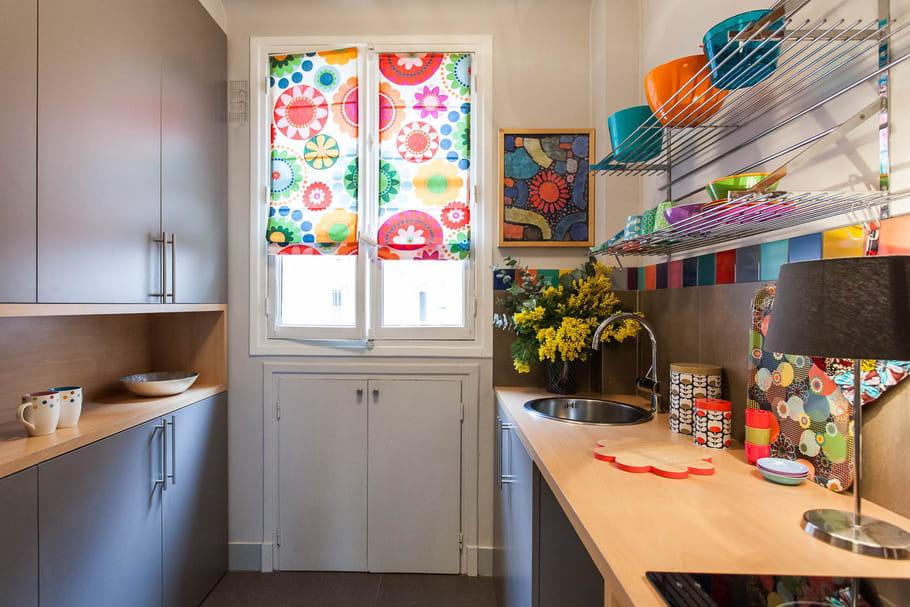 Une cuisine pop psych d lique un petit bureau transform for Ouvrir sa cuisine sur le sejour