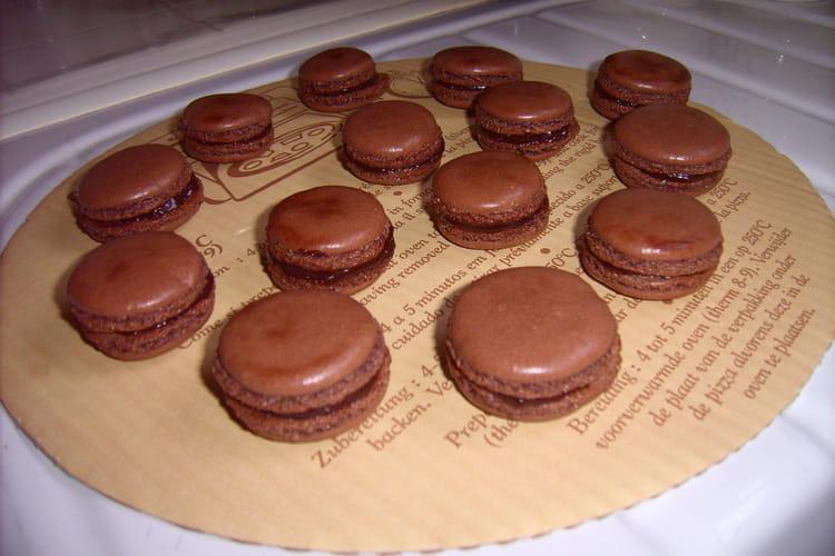 Macarons délicieux au chocolat
