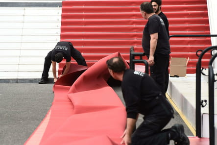 L'installation du tapis rouge