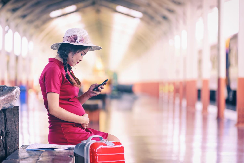 Voyager enceinte: en voiture, en train, en avion, jusqu'à quand?