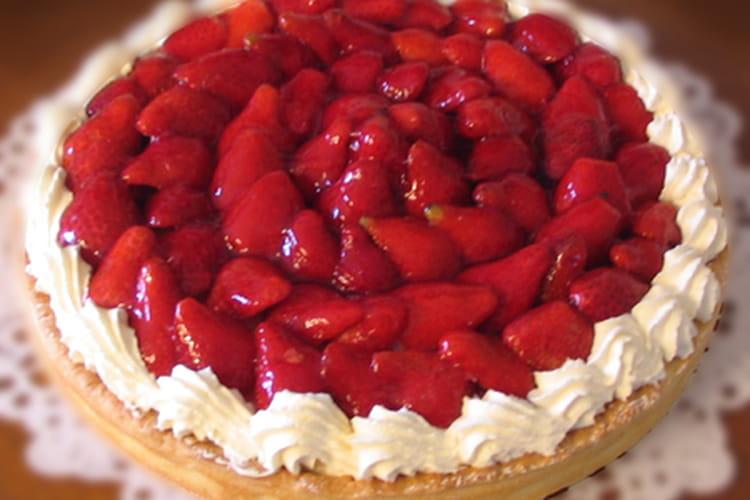 Tarte aux fraises, crème aux amandes et chantilly maison