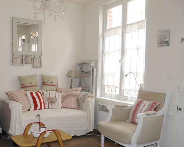 jouer sur les hauteurs de rideaux. Black Bedroom Furniture Sets. Home Design Ideas