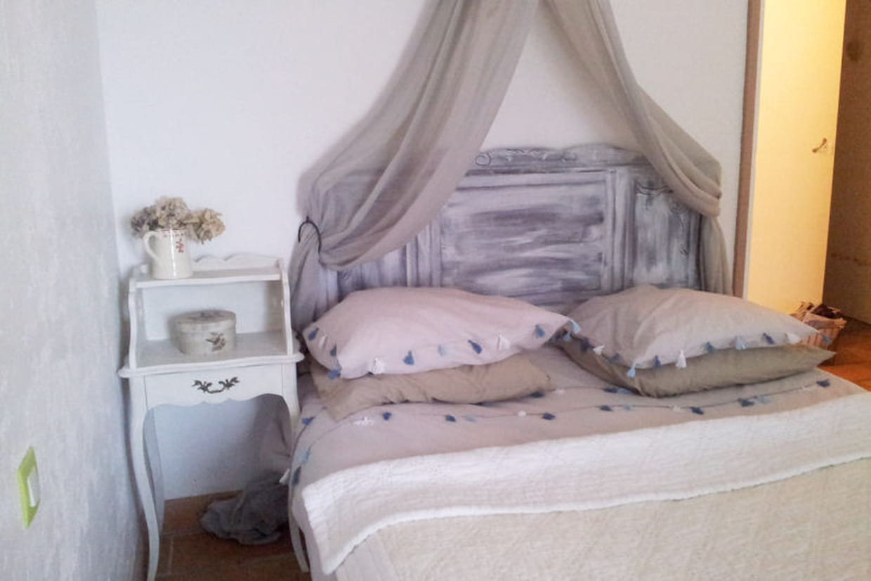 une chambre romantique. Black Bedroom Furniture Sets. Home Design Ideas
