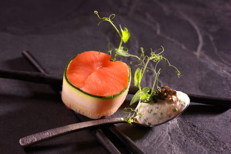 Dos de saumon Balik, crème de Bresse à la ciboulette et huître