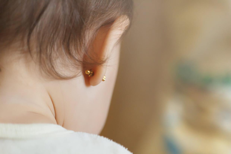 style moderne couleur attrayante A quel âge percer les oreilles de bébé ?