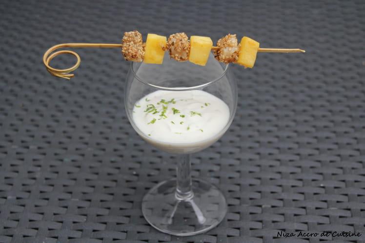 Brochettes de Saint jacques et crème de coco au citron vert