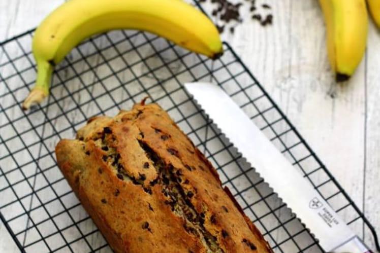 Cake à la banane, noisettes et pépites de chocolat