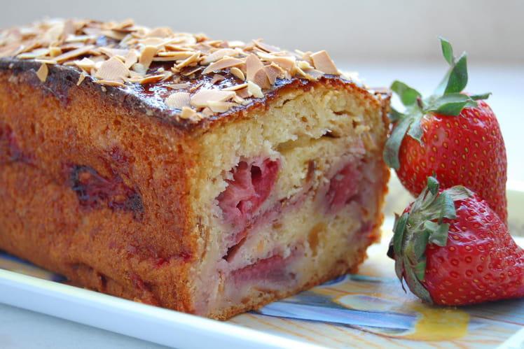 Cake aux fraises, miel et amandes