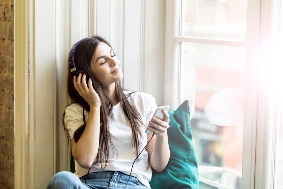 Les podcasts beauté, une bulle de réflexion sous les paillettes
