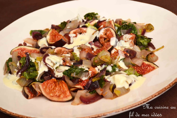 Salade tiède de chicons, laitue et figues, sauce au cambozola
