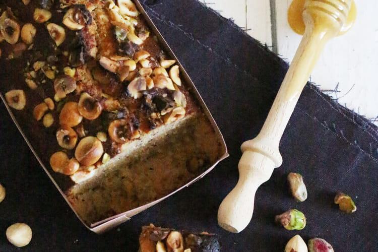 Cake financier au miel, noisettes et pistaches