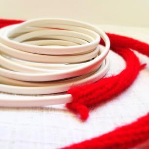 enfiler le tricotin sur le fil électrique