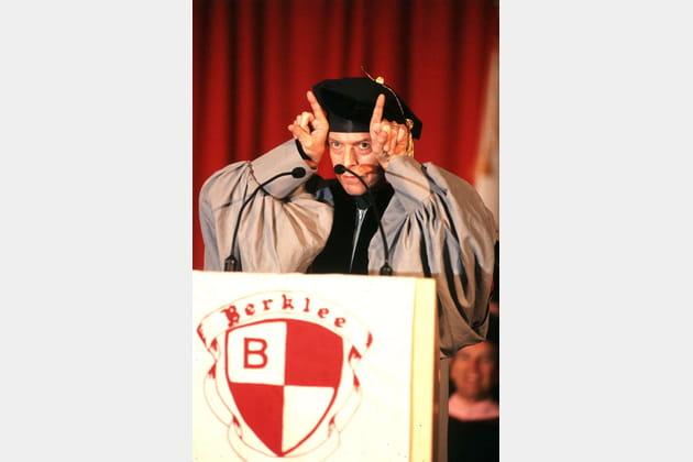 Diplômé d'un doctorat honorifique de musique à Berkeley, Université de Californie