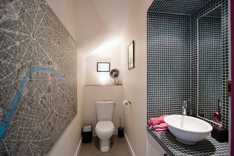 Des toilettes artistiques for Enlever odeur cigarette chambre