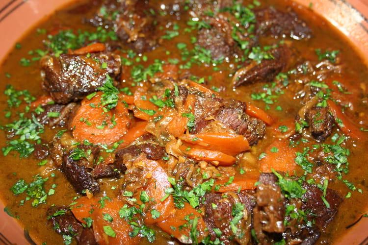 Joue de boeuf aux pices carottes et raisins - Cuisiner joue de boeuf ...