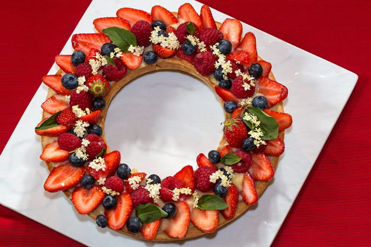 Tarte couronne aux fruits rouges à la crème au basilic