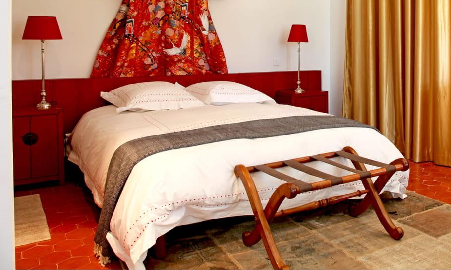 Un porte bagages en bois chambre 15 id es pour un bout for Porte valise pour chambre