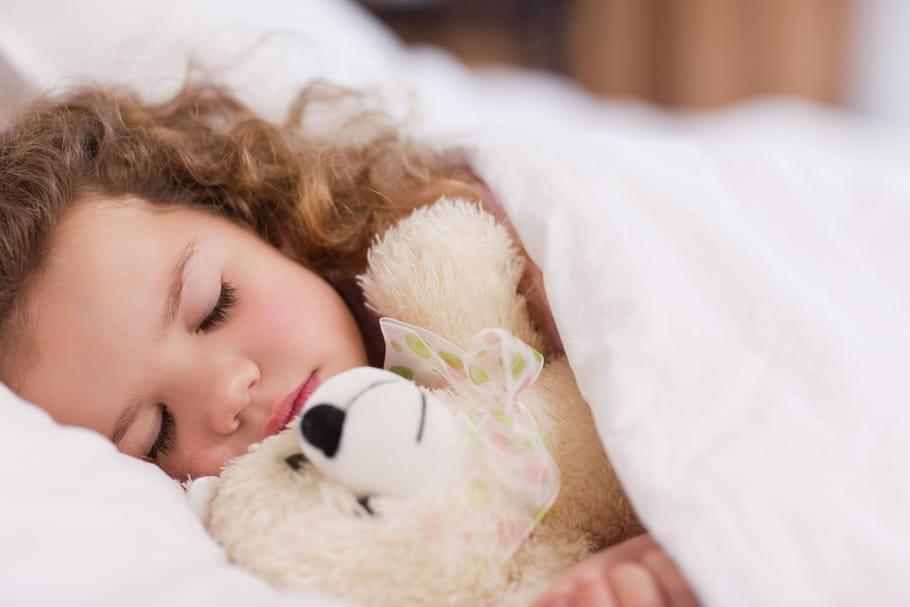 Pipi au lit: comment l'hypnose peut-elle aider?