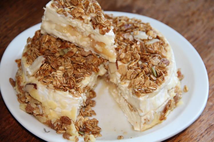 Brie de melun farci aux poires confites au miel, croûte de muesli