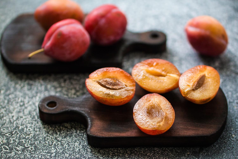 Comment dénoyauter des prunes facilement ?