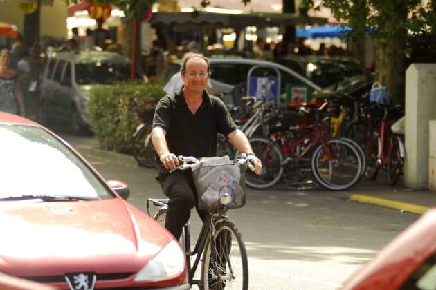 François Hollande, heureux à Bicyclette à Hossegor (2011)