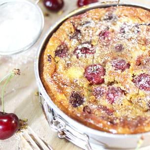 clafoutis aux cerises, pistaches et sucre glace