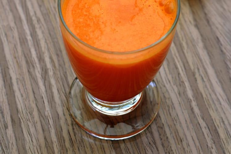 Jus d'oranges, carotte, poivron jaune et citron
