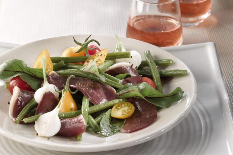 Salade de magret fumé, haricots verts et tomates cerise